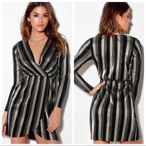 🆕 Lulus Gold Black Striped Pleated Party Dress